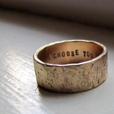 Обручальное кольцо из красного золота c потертостями и внутренней гравировкой