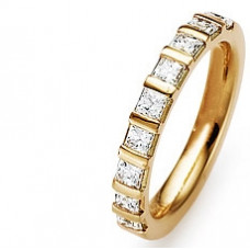 Обручальное кольцо из красного золота с алмазами