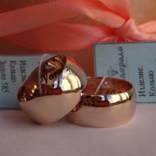 Обручальное кольцо из красного золота с гравировкой