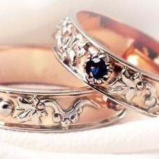 Обручальное кольцо из красного золота с сапфиром