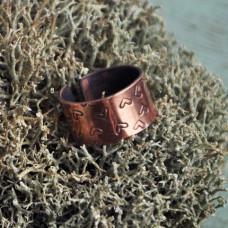 Обручальное кольцо из красного золота с сердечками