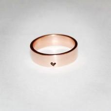 Обручальное кольцо из красного золота с сердечком