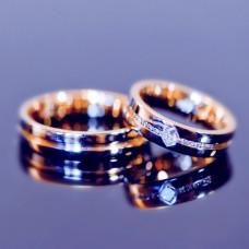 Обручальное кольцо из красного золота салмазом и бриллиантами