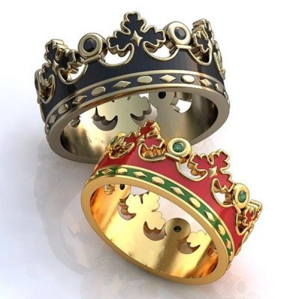 """Обручальное кольцо """"Корона"""" из желтого золота с изумрудами и эмалью"""