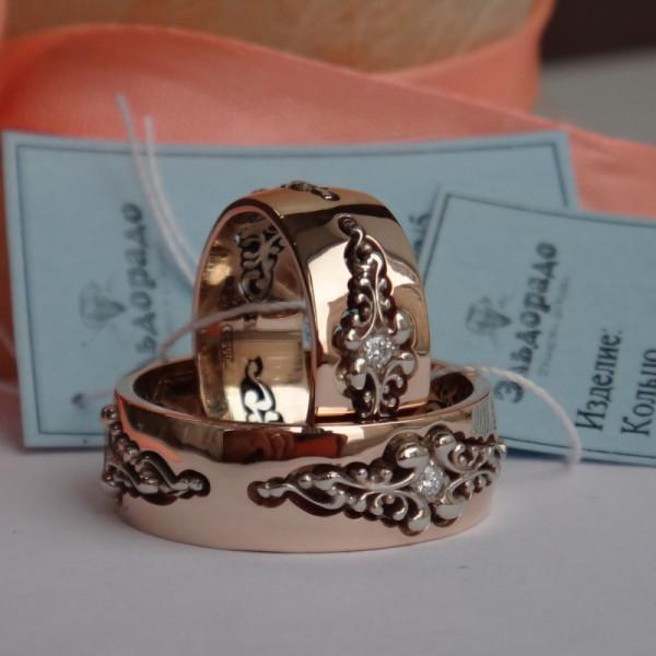 """Обручальное кольцо """"кружева"""" из комбинированного золота с бриллиантами"""