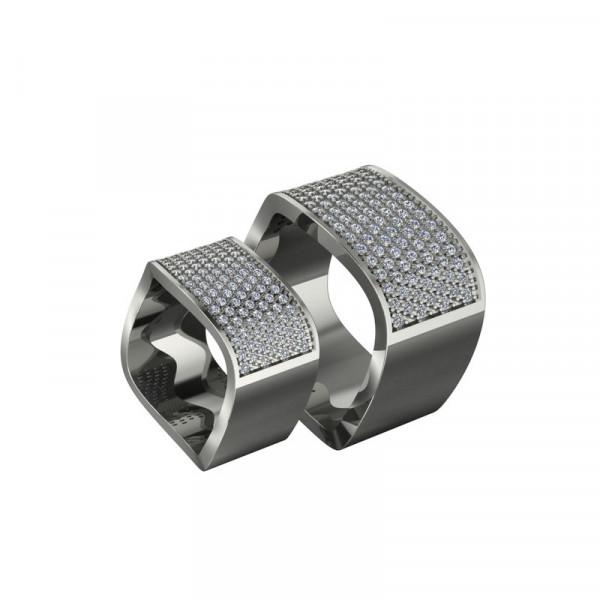 Обручальное кольцо квадратной формы из белого золота с бриллиантами
