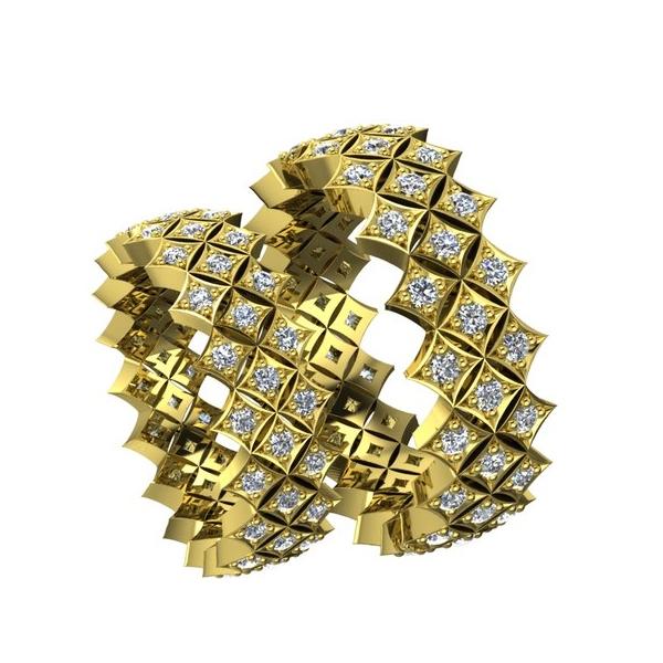 Обручальное кольцо необычной формы из желтого золота с бриллиантами