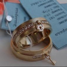 Обручальное кольцо с ключиком из желтого золота с бриллиантами