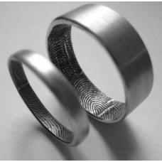 Обручальное кольцо с отпечатками пальцев из белого золота