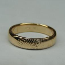 Обручальное кольцо с отпечатком пальца из жёлтого золота