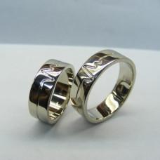 Обручальное кольцо с пульсом из белого золота