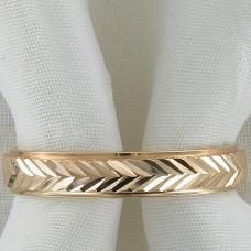 Обручальное кольцо в полоску из желтого золота
