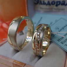 """Обручальное кольцо """"Волна"""" из комбинированного золота с бриллиантами"""