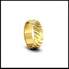 Рельефное обручальное кольцо из желтого золота