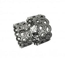 широкое обручальное кольцо из белого золота в виде узора