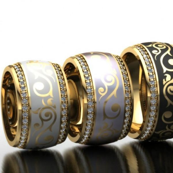 Широкое обручальное кольцо из желтого золота с бриллиантами и эмалью