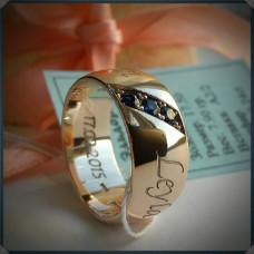 Золотое широкое обручальное кольцо с сапфирами